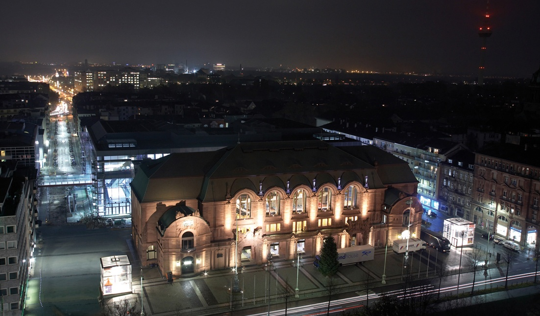 Rosengarten bei Nacht